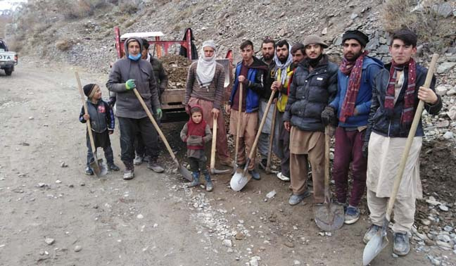 Volunteers start repairing road in Yarkhun valley