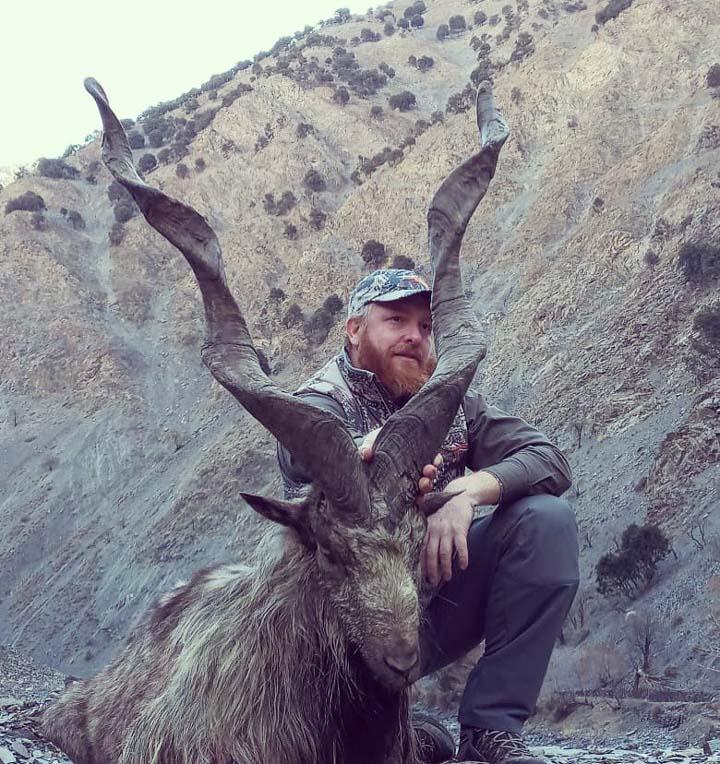 American hunts down longest-horned markhor