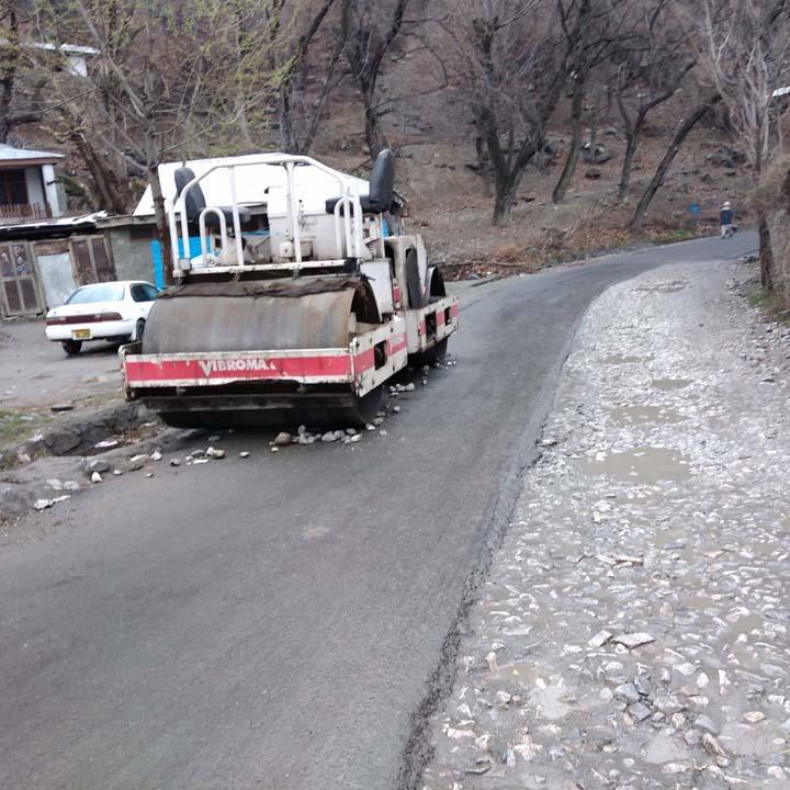 Road roller left abandoned on road