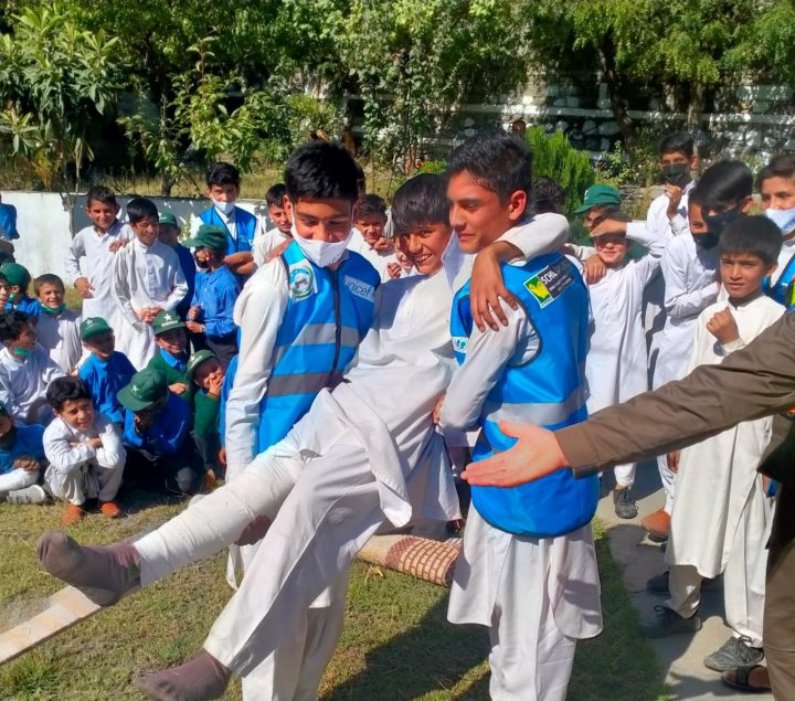 Schoolchildren get first aide training